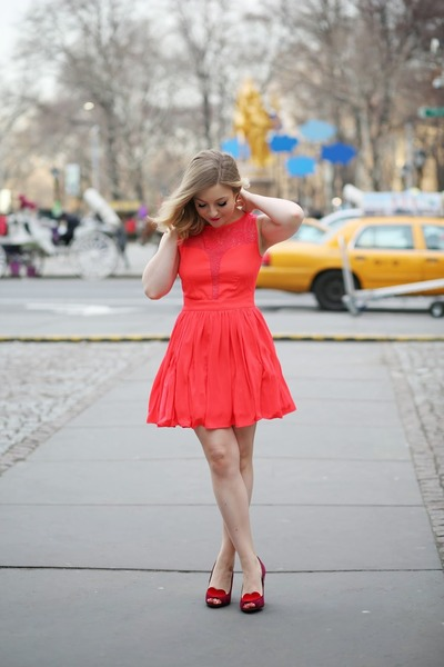 coral asos dress - maroon Seychelles pumps