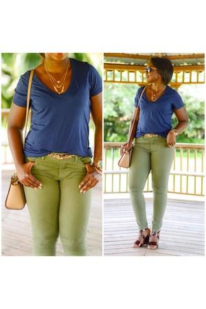 olive green banana republic jeans - navy t-shirt