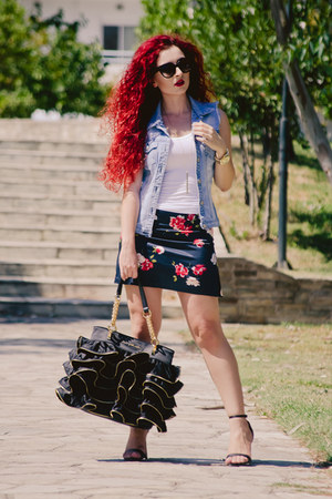 Moschino bag - Zara shoes - DIY jacket - Prada sunglasses - vintage skirt