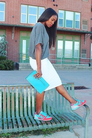 Bag bag - Tennis shoes - Dress dress - Tee shirt