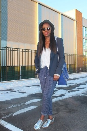 Levis hat - TheySkens Theory blazer - Valentino bag - Zara pants