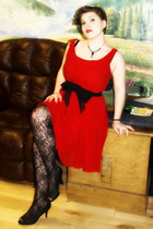 black lace tights - red silk chiffon Moulinette Soers dress - black pumps