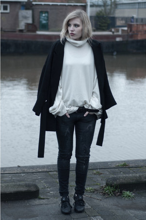 black Zara coat - gray Mango jeans - off white MMM x H&amp;M sweater
