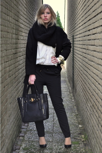 gold H&M ring - black oversized big Zara coat - black melie bianco bag