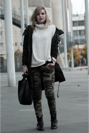 dark green Monki coat - black Sacha boots - off white H&M sweater