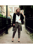 dark brown Zara pants - black Zara coat - dark brown circle knitted Hema scarf