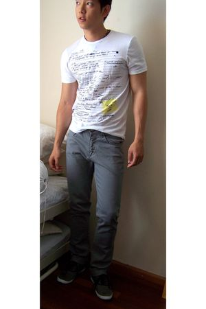 white Bershka t-shirt - gray Zara jeans - gray InVito shoes