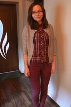 crimson Bershka jeans - light brown sweater