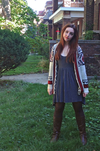 off white tribal printed modcloth cardigan - dark brown modcloth boots