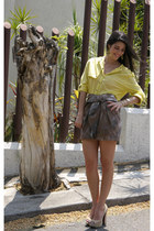 heather gray aryn K skirt - yellow ann taylor shirt - beige Boutique 9 pumps