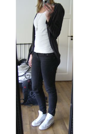 white H&M shirt - gray Hema cardigan - black edc by Esprit pants - white Convers