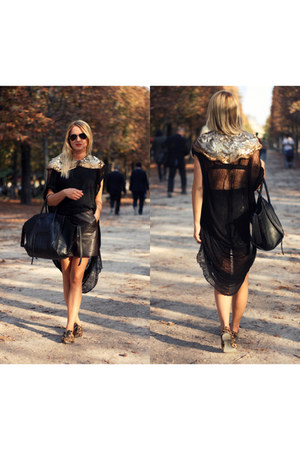 black shredded ROUGE et NOIR top