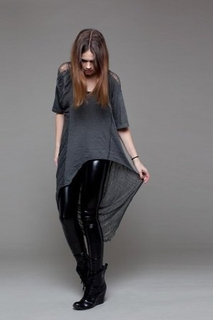 dark gray shredded ROUGE et NOIR top