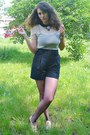 Beige-oxford-shoes-black-microfiber-shirt-black-high-waisted-thrifted-shorts