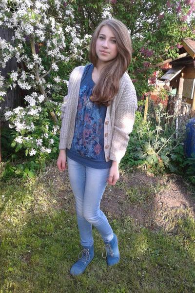 flowers t-shirt - blue shoes - skinny jacket - basic cardigan