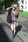 Black-heel-boots-parker-jacket-big-black-bag-basic-shorts-flowers-blouse