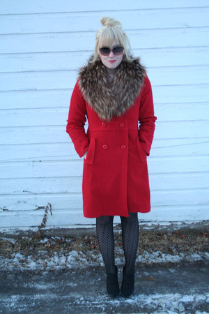 red bitten coat - Forever 21 sunglasses - faux fur H&amp;M accessories