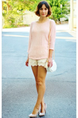 neutral OASAP shorts - white bag - tan heels - light pink top