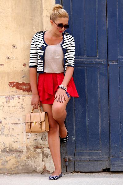 red Boohoo shorts