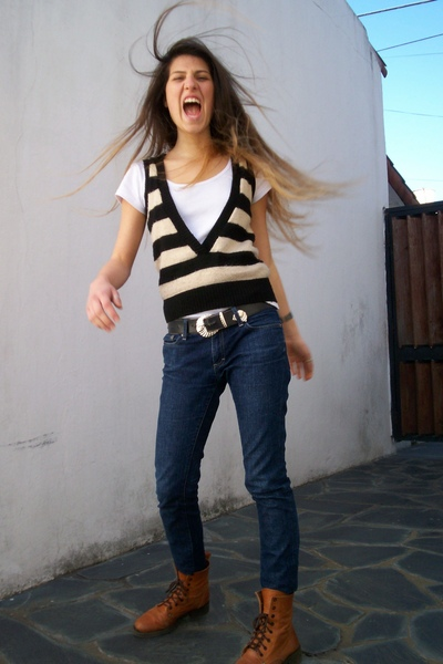 t-shirt - greens jacket - vintage belt - maria vazquez jeans - shoes