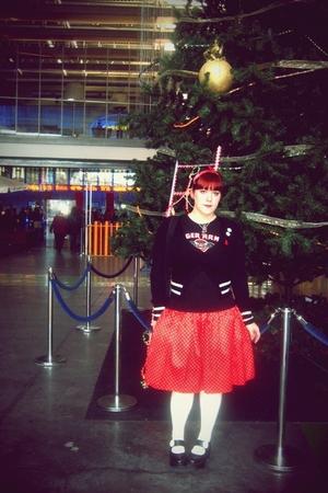 black Bershka cardigan - black t-shirt - red syndrome skirt - white Calzedonia s