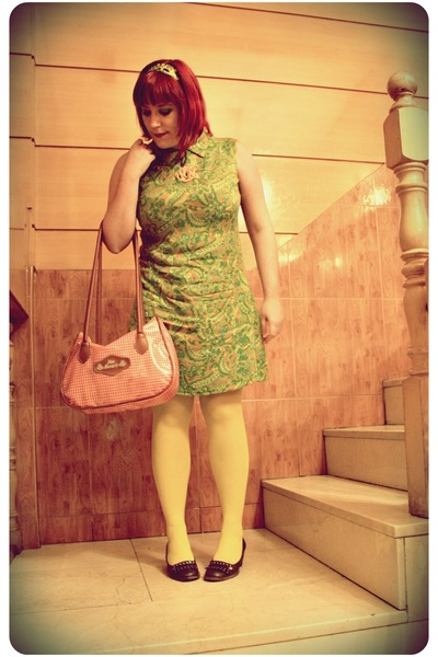 green vintage dress - yellow H&M tights - brown Sonia Rykiel shoes - red vintage