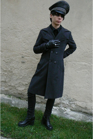 black Skechers boots - black George jeans - black humanic gloves