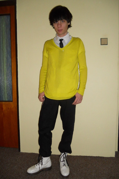 yellow New Yorker sweater - white humanic boots - black Levis jeans
