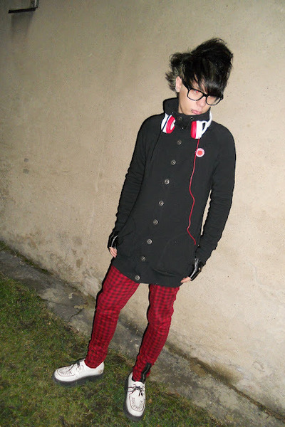 black New Yorker jacket - white montreal shoes - red Gate pants