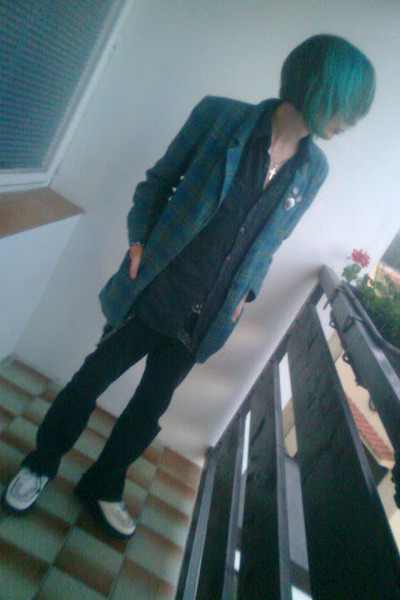 teal thrifted blazer - white montreal shoes - black Levis jeans