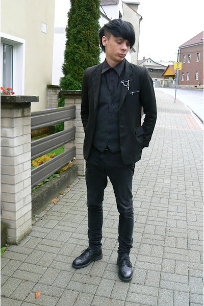 black Deichmann shoes - black Denim Co jeans - black thrifted blazer