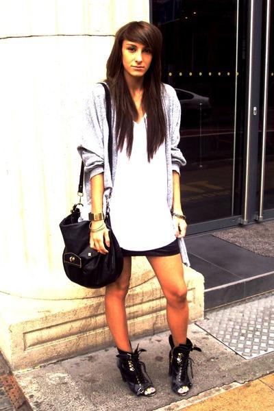 Topshop White T-shirt Topshop Black Skirt Topshop Black Boots Topshop Bag Black Accessories Topshop Gray Cardigan