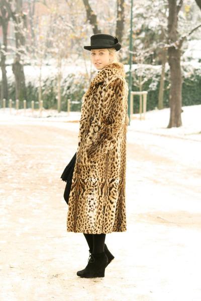 fur coat Carlo Ramello coat - vintage hat Paris market hat - Stroili Oro ring