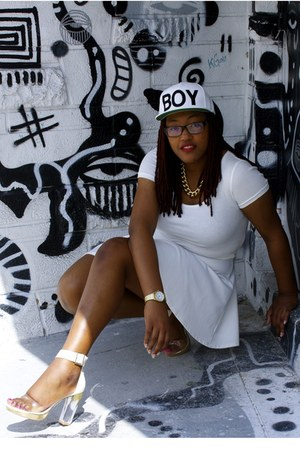white snapback Ebay hat - white cropped Forever 21 top