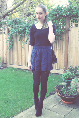 River Island tights - Boohoo boots - thrifted bag - Topshop shorts