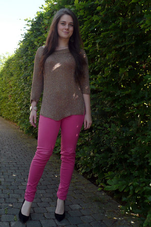 hot pink skinny jeans Zara jeans - gold Zara sweatshirt - black suede Zara pumps