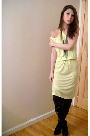 yellow Alexander Wang dress - silver Urban Outfitters necklace - black shoes