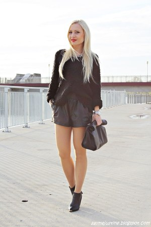 black boots - black sweater - black Zara bag - black shorts - silver necklace