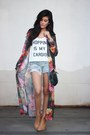 Camel-h-m-boots-denim-torn-levis-shorts-white-furor-moda-top