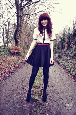 Exhibit blouse - high-waisted Awear skirt - suede Primark wedges