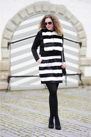 black leather Rebecca Minkoff bag - white asos scarf