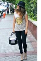 Zara hat - Sí Reina t-shirt