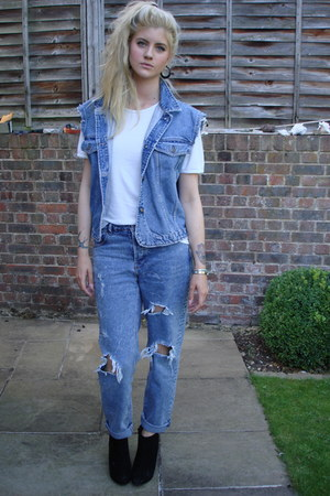 white cotton Marks & Spencer t-shirt - new look boots - asos jeans