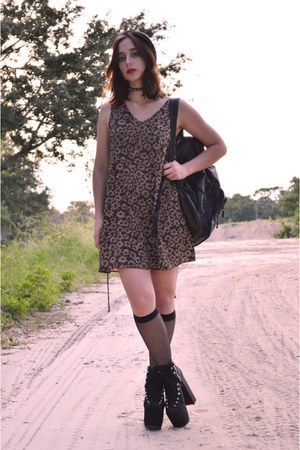 light brown babydoll vacant moon vintage dress - black hellbound UNIF heels