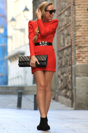 black H&amp;M belt - red Queens Wardrobe dress - black Pilar Burgos wedges