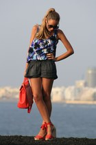 H&M shirt - BLANCO shorts - Pilar Burgos wedges
