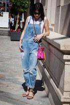 denim dungaree Zara jeans - Mira la Marela bag - Zara t-shirt