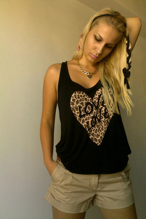 Stradivarius top - reserved shorts - Aldo necklace - Kitee Boutique accessories