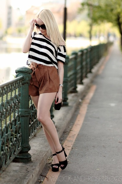 brown Jane Norman shorts - black New Yorker top - black Parfois sandals