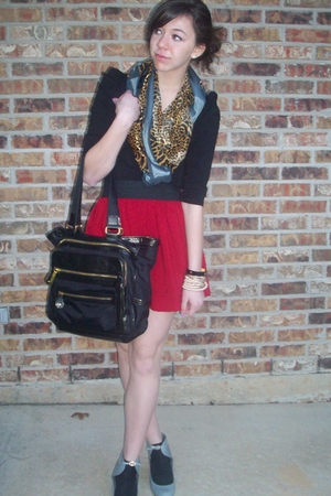 H&M top - Steve Madden purse - moms scarf